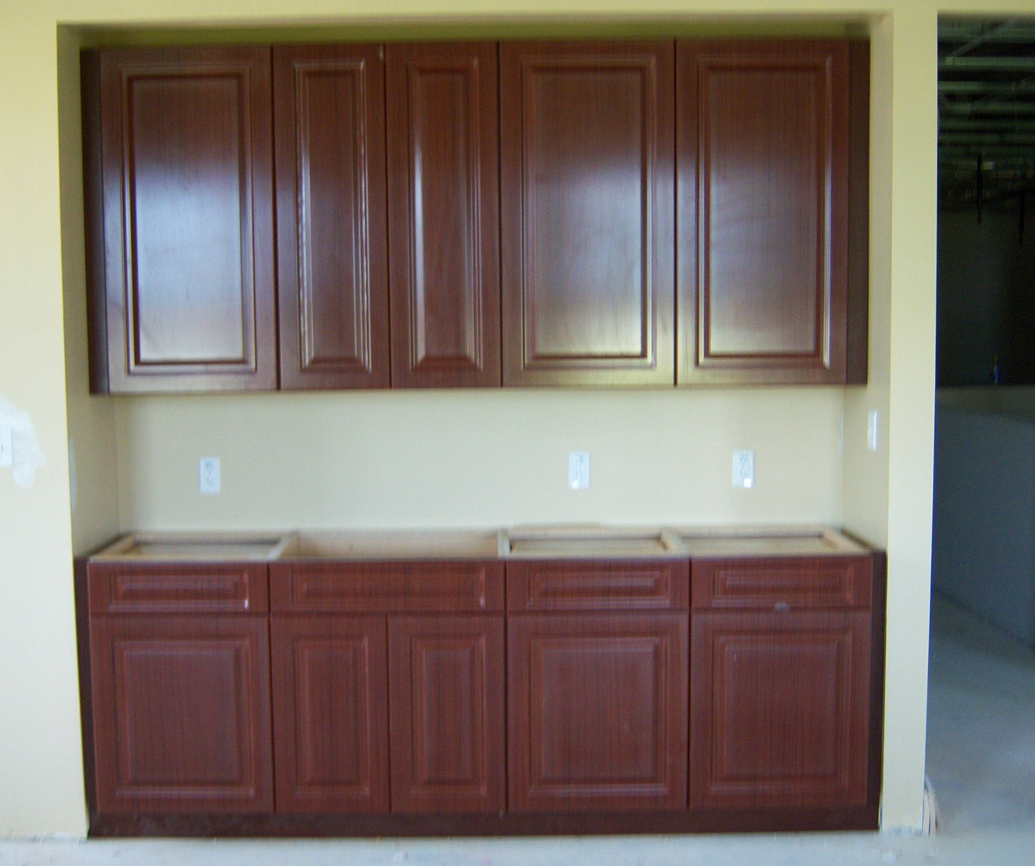 Chris' Cabinets Kitchen Cabinets